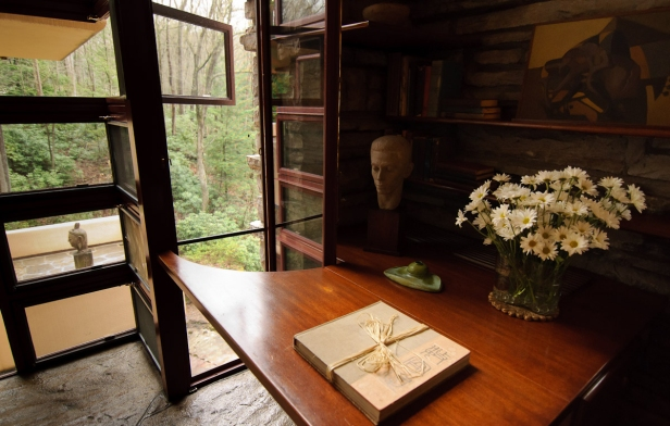 interno_fallingwater-house_frank-lloyd-wright