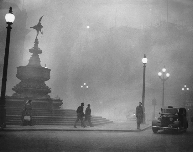 Piccadilly_Circus_in_Pea-Soup.jpg