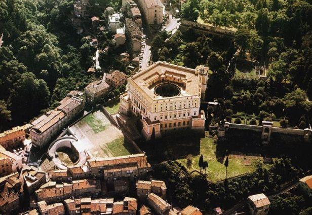 Stunning_gorgeous_Villa_Farnese_aerial